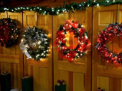Making-Spirits-Bright-Designer-Wreath-Raffle